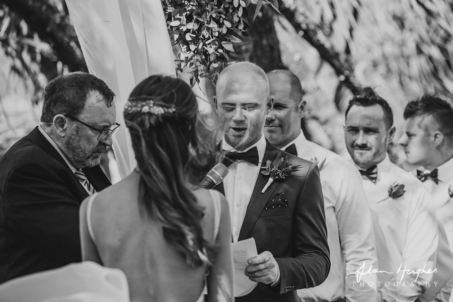 b2ap3_thumbnail_Noosa_wedding_photographers_a040.jpg