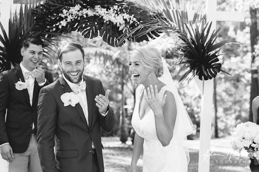 b2ap3_thumbnail_Wedding_photographers_Noosa_047_20170209-001655_1.jpg